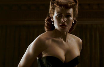 Carla Gugino dans Mr. Popper's Penguins