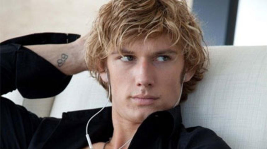 Alex Pettyfer sera le pilote de course James Hunt
